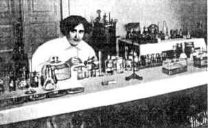 В.И.Глебова в химико-бактериологической лаборатории Лозаннского университета (фотография 1907–1911 гг.)
